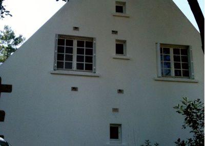 Résultat d'un traitement anti-mousse sur la façade d'une maison