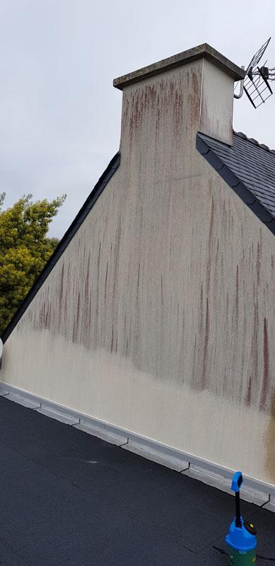 Façade avant traitement anti-mousse maison bretonne